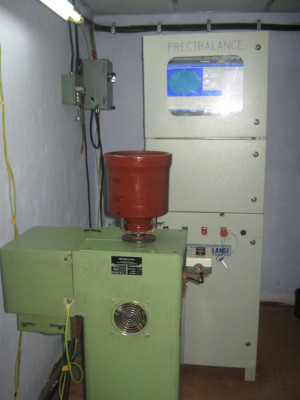 Vertical Balancing Machine for Textile Component